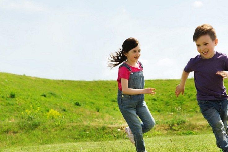 Los padres pueden apoyar el desarrollo de sus hijos con una variedad de actividades en casa