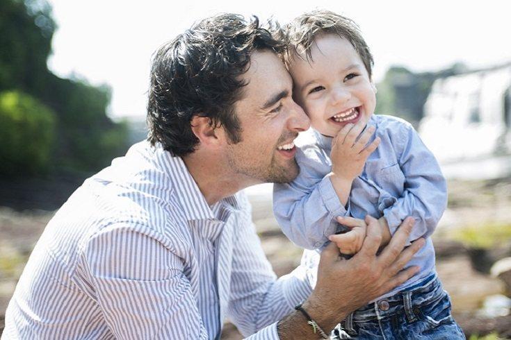 Los padres se ciernen sobre sus hijos, comenzando cuando los niños son niños pequeños o preescolares