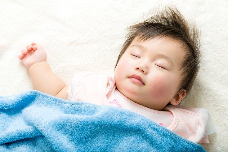 Hay veces que a los niños les va bien tener un objeto de apego en la cama