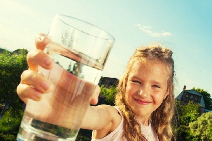 La hidratación es clave para la salud de los niños