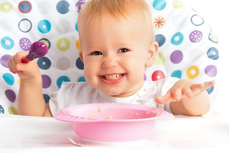 Debes tratar de alimentar a tu hijo con alimentos saludables