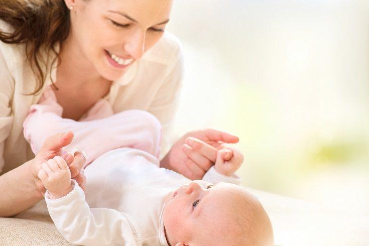 Pon a tu bebé en su cuna mientras que aún esté despierto