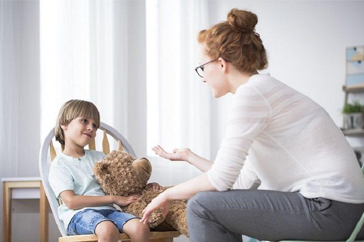 Los niños con retraso en el desarrollo pueden tener dificultades para hablar o expresase bien