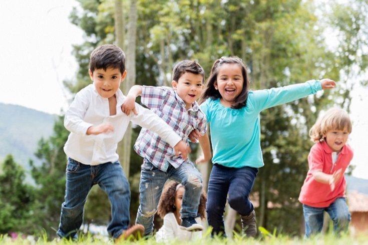 Los desafíos de equilibrio también pueden ser divertidos para los niños