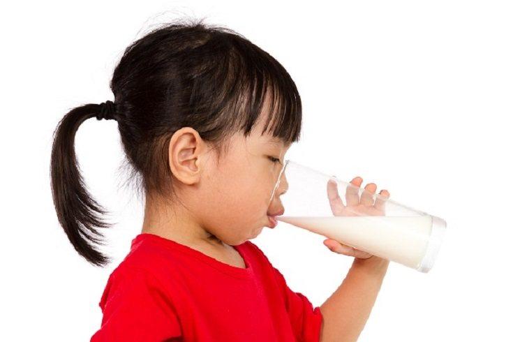 La leche, y otros productos lácteos, pueden ayudar a los niños a crecer