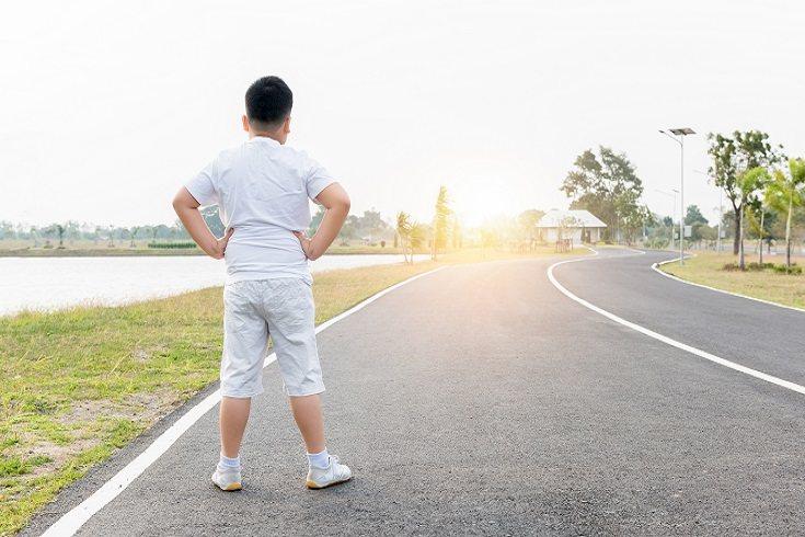 El mejor método para perder peso para un niño realmente depende de su edad