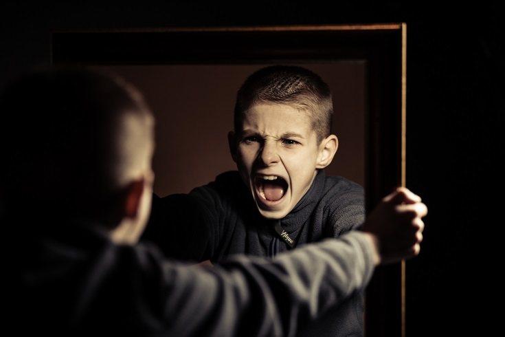 Los niños a menudo desafían la autoridad de los adultos en la búsqueda de más independencia