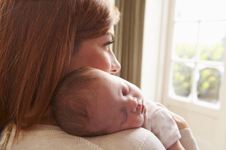Nunca cubras la cabeza de tu bebé después de los primeros días de nacimiento