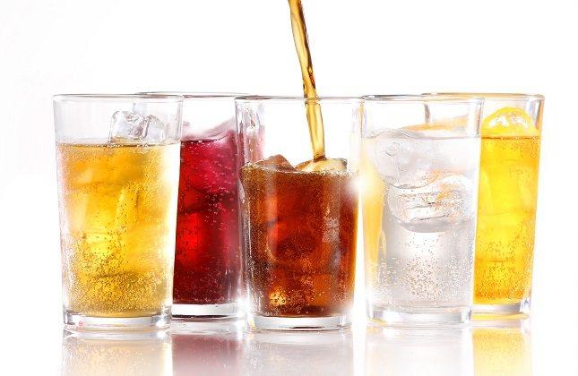 Son muchas las mujeres que estando embarazadas beben refrescos