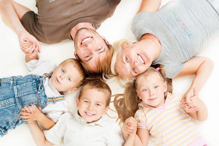 Los niños se benefician cuando son criados por dos padres casados