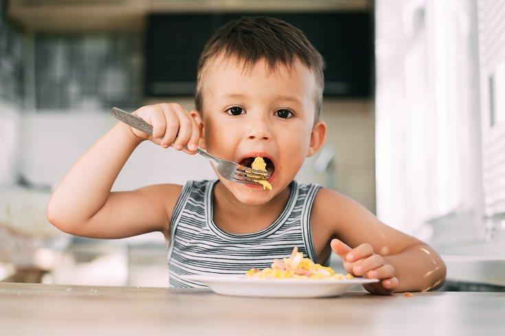 Uno de los propósitos de comer con tus hijos es disfrutar del tiempo en familia