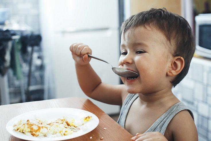 Tendrás que dar ejemplo que quieres que sigan tus hijos masticando siempre con la boca cerrada