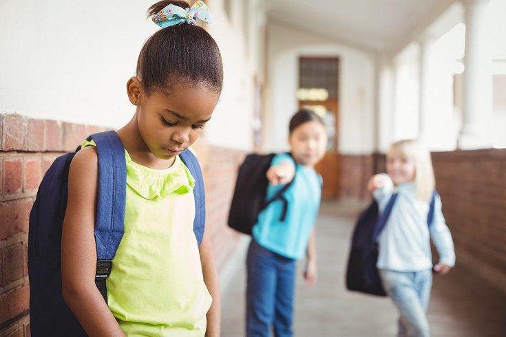 Los niños deben tener una buena relación con al menos un amigo