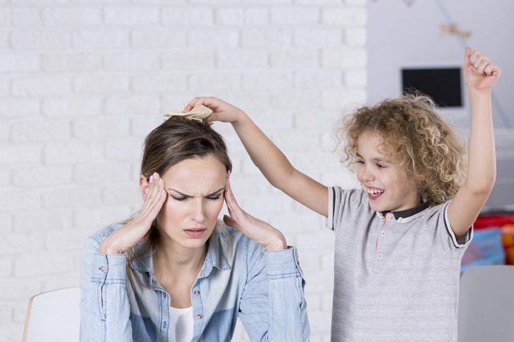 La crianza ineficaz puede contribuir y agravarse por los problemas de salud mental en los niños