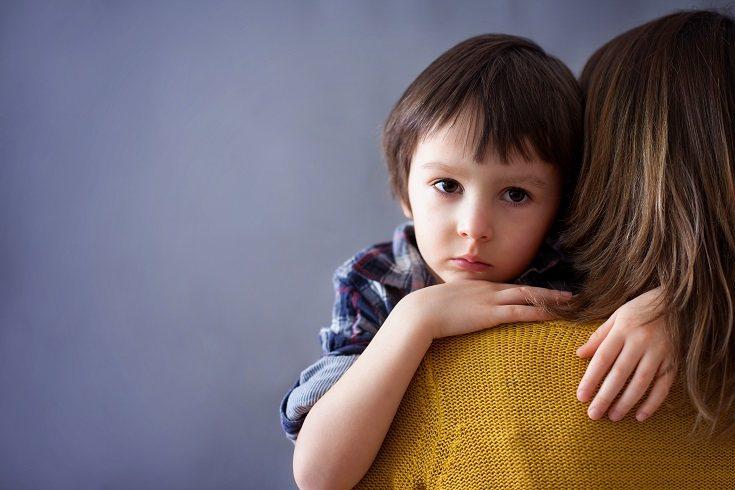 Autoritarios son los padres controladores, demasiado estrictos e insensibles