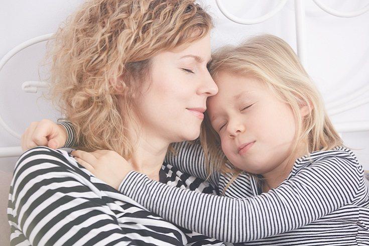 Los hijos de padres autoritarios tienen más probabilidades de experimentar un apego ansios