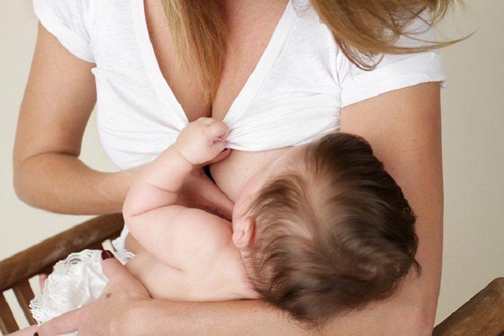 Es muy fácil advertir si tu bebé tiene frenillo corto