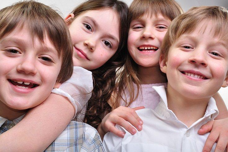 Cuando hables con tu hijo/a anímale a que se acerque con calma a sus amigos