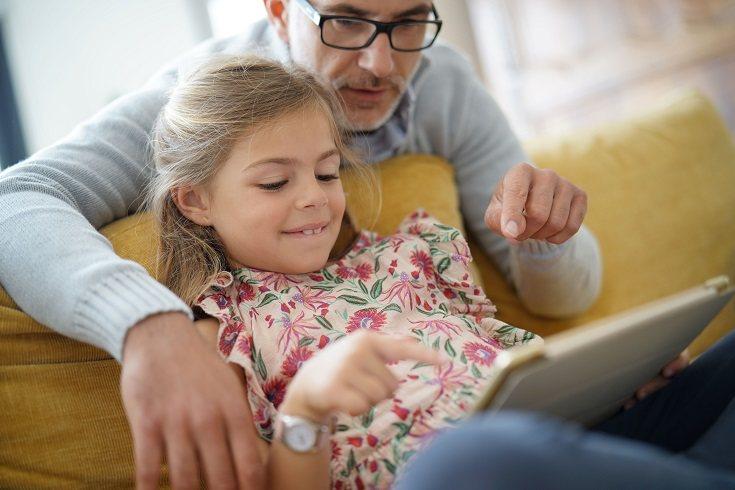 El padre tiene que estar en todo momento al lado de su hija