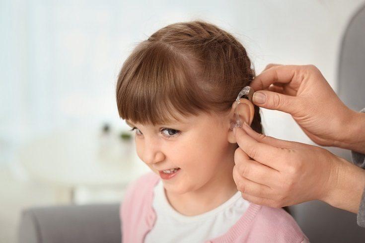 Si se trata de una pérdida de audición, lo más habitual es el uso de un audífono