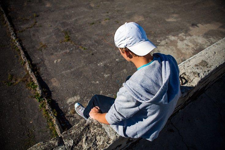 Controla la conducta de tu hijo adolescente para asegurarte de que cumpla los límites