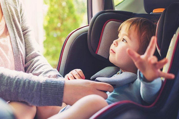 La silla de seguridad del coche es de uso obligatorio para todos los niños