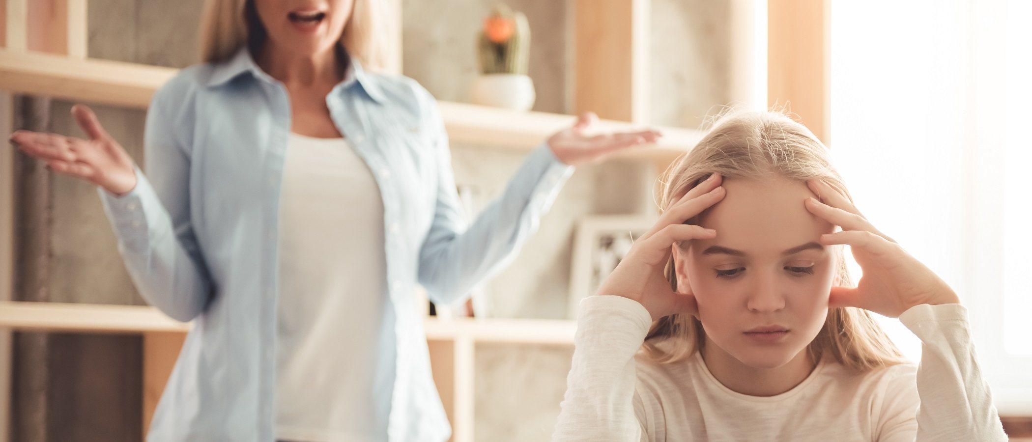 Cómo dejar de discutir con tu hija adolescente
