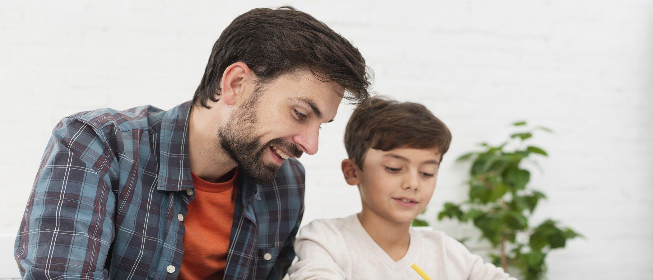 Cómo educar con cariño cuando tu hijo te interrumpe