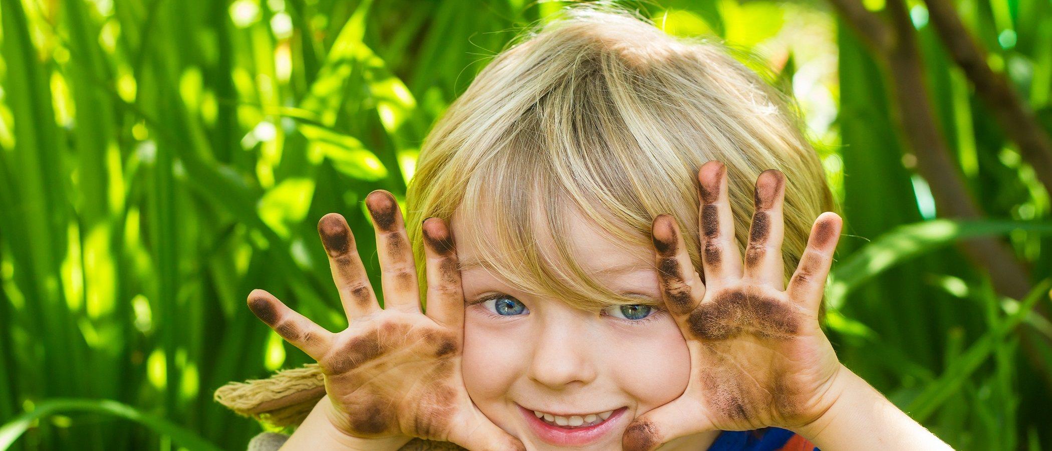Deja que tus hijos se ensucien a jugar y renuncia al estrés innecesario