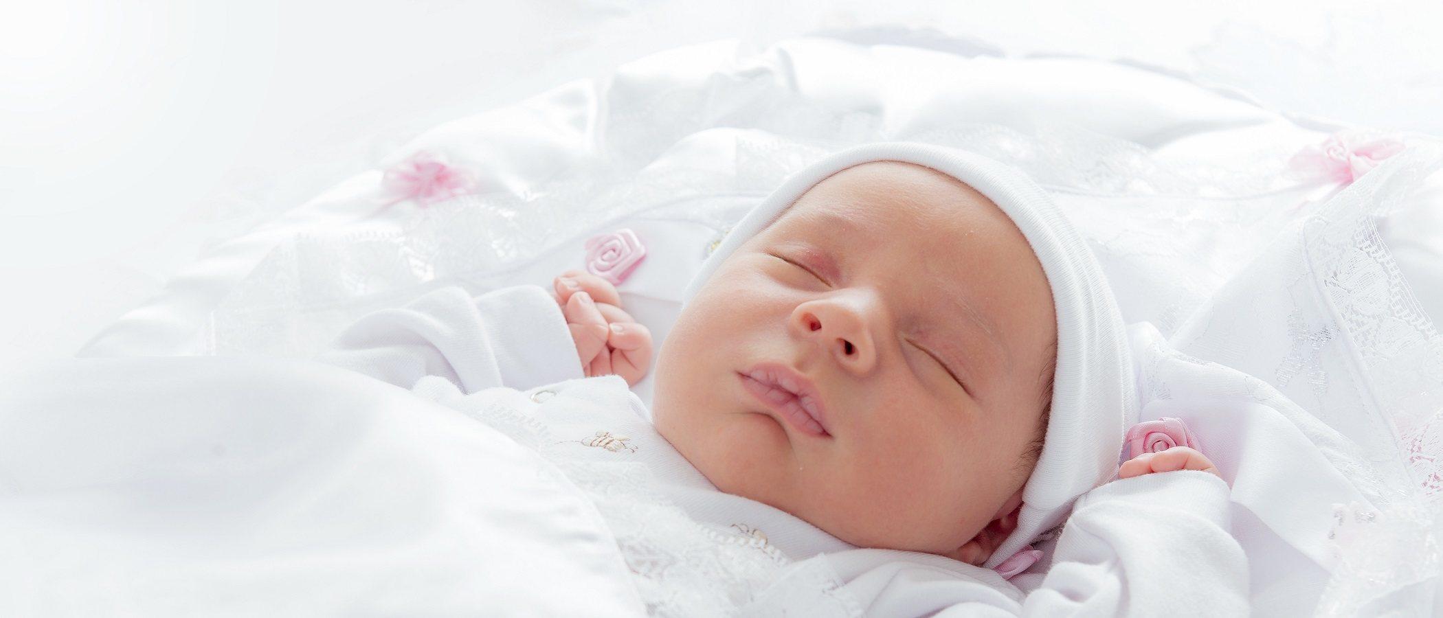 Los cuidados que necesita el bebé al nacer