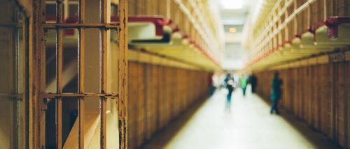 Cómo explicar a un niño que su padre o su madre está en la cárcel