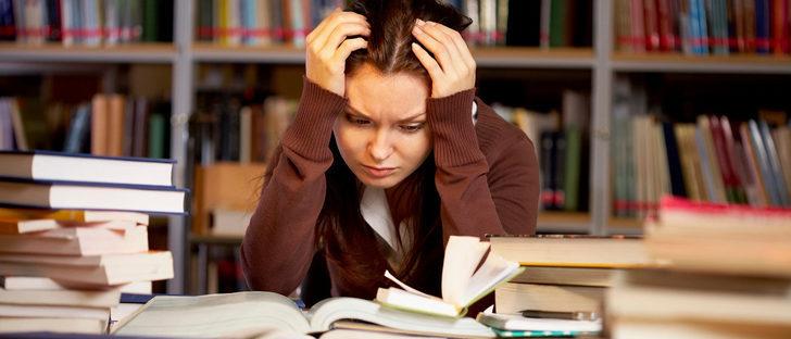 Resultado de imagen de adolescente sufre por las notas