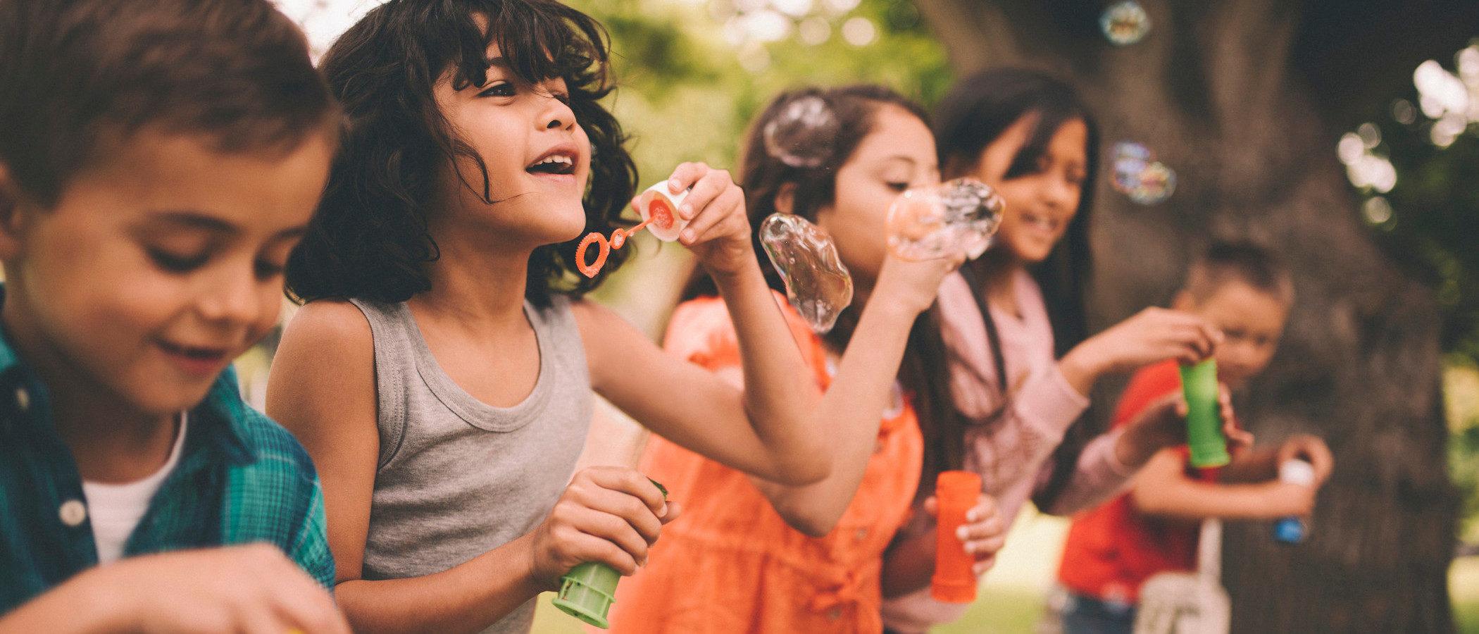 Actividades lúdicas en verano para bebés, niños y adolescentes