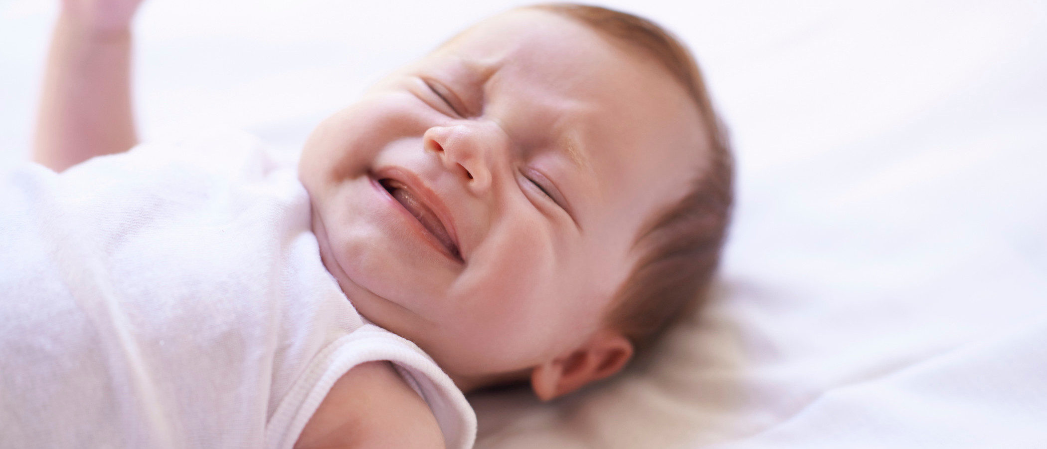 Qué hacer y qué no hacer cuando llora nuestro bebé