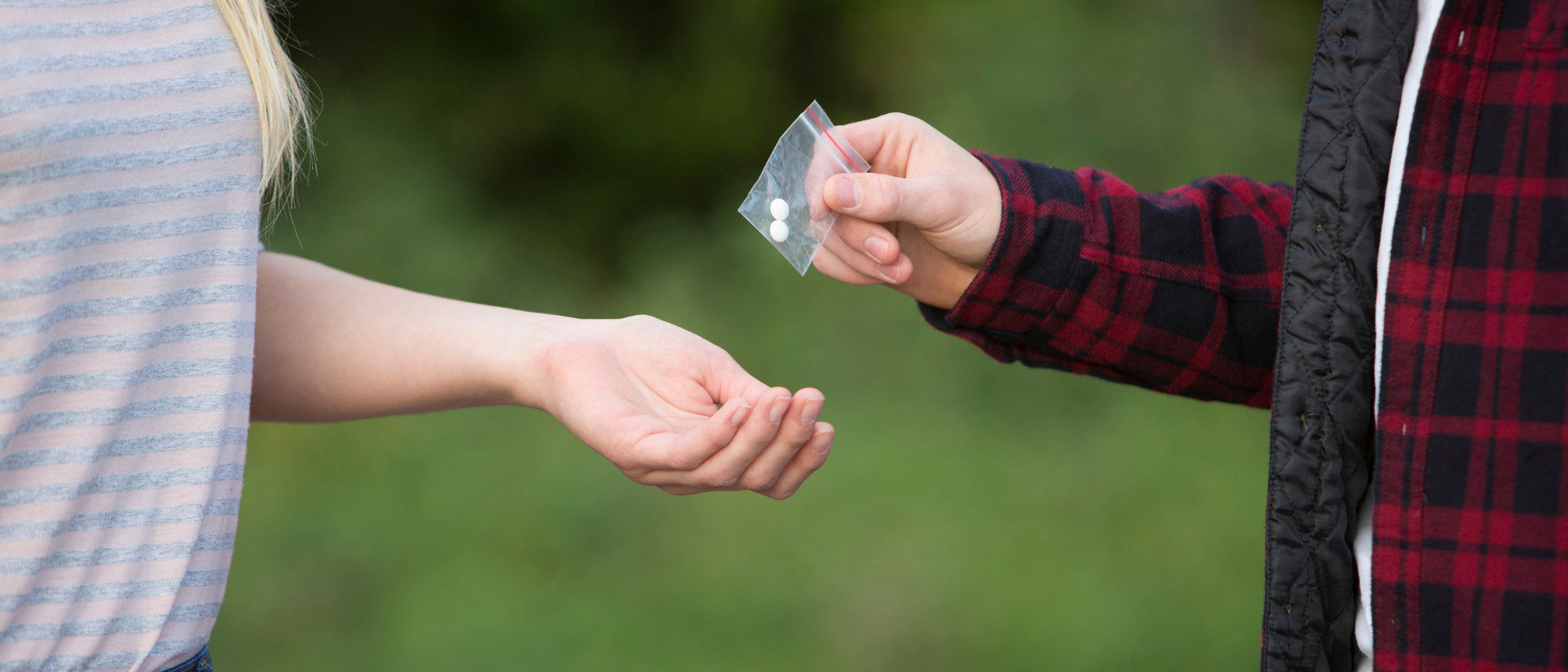 Cómo ayudar a un hijo a salir de las drogas - Bekia Padres