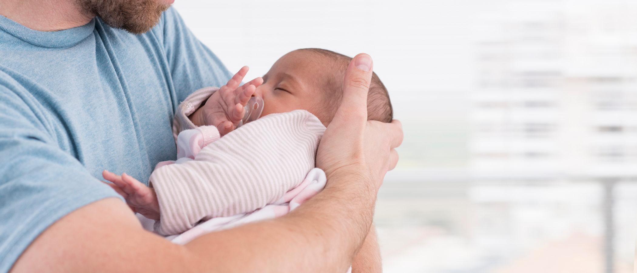Cómo detectar y aliviar los cólicos en bebés