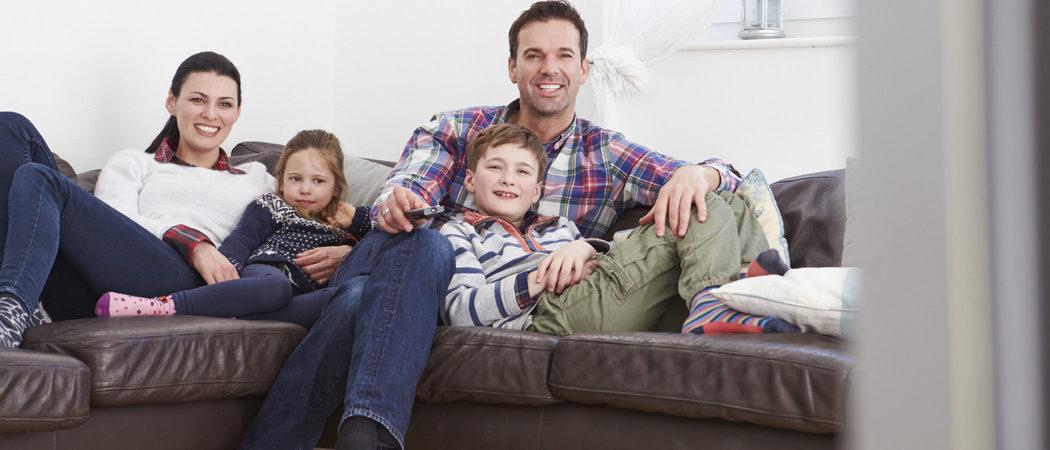 Niños y televisión, ¿qué está prohibido emitir en la franja de horario infantil?