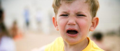 Qué hacer si mi hijo tiene una rabieta en un lugar público