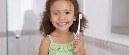 Enseña a tus hijos a lavarse los dientes correctamente