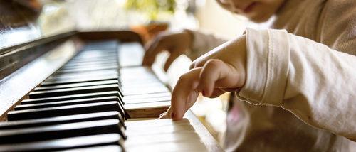 13 beneficios que aportará a tu hijo aprender a tocar un instrumento musical