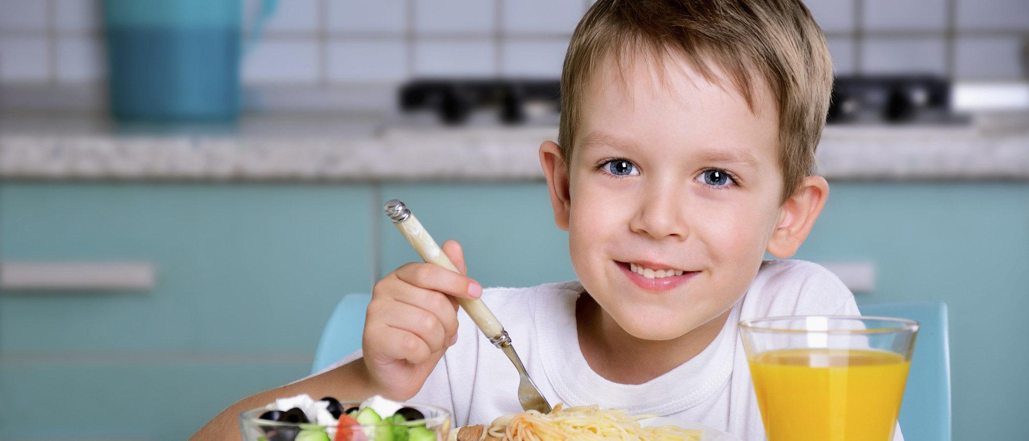 Los 8 alimentos que más vitaminas aportan a los niños