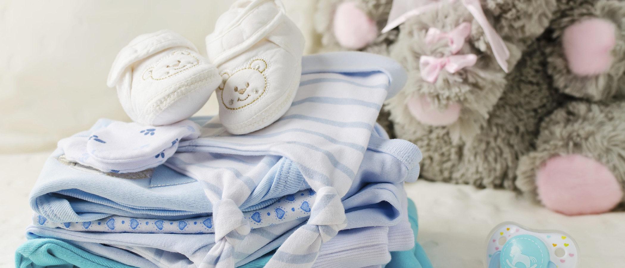 La ropa del bebé, ¿qué materiales son más recomendados para su piel?
