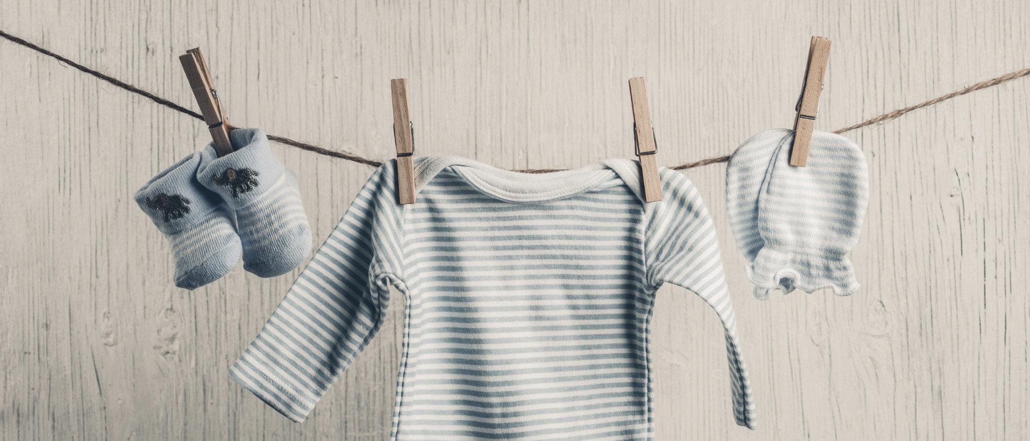 ¿Debo lavar la ropa del bebé antes de usarla?