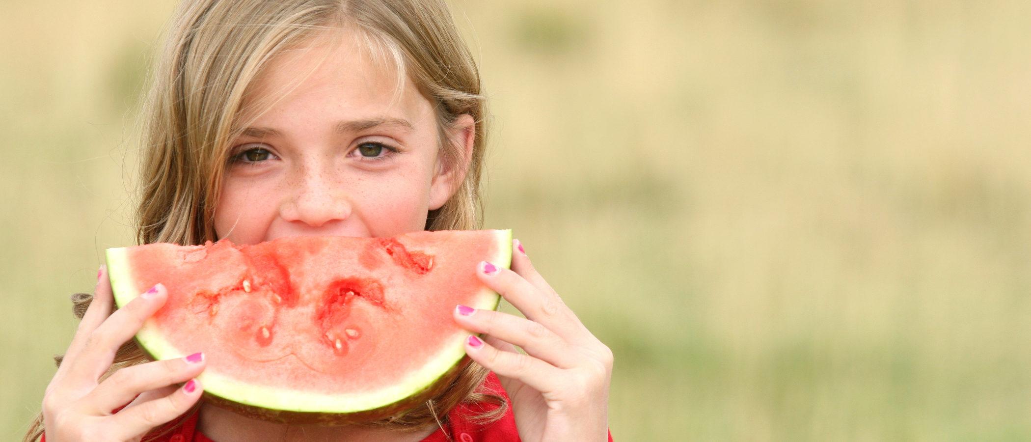 Las razones para dar fruta a diario a tus hijos y cómo conseguir que la coman
