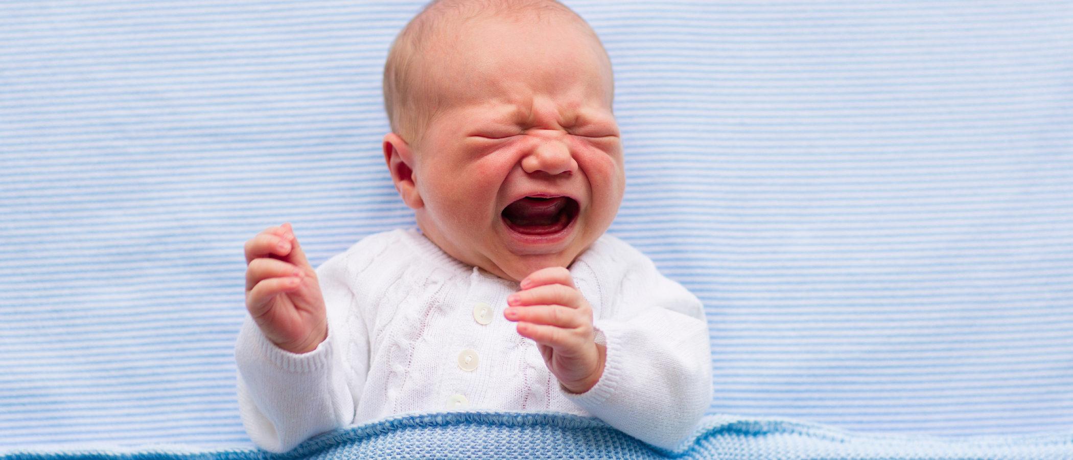 ¿Por qué hay bebés que no paran de llorar en todo el día?