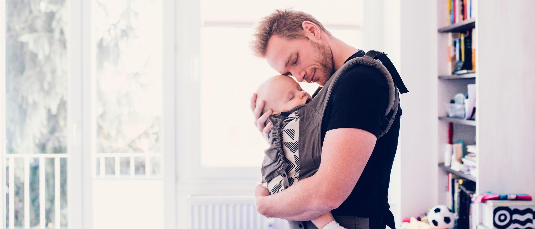 5 consejos para portear a un bebé y no morir en el intento
