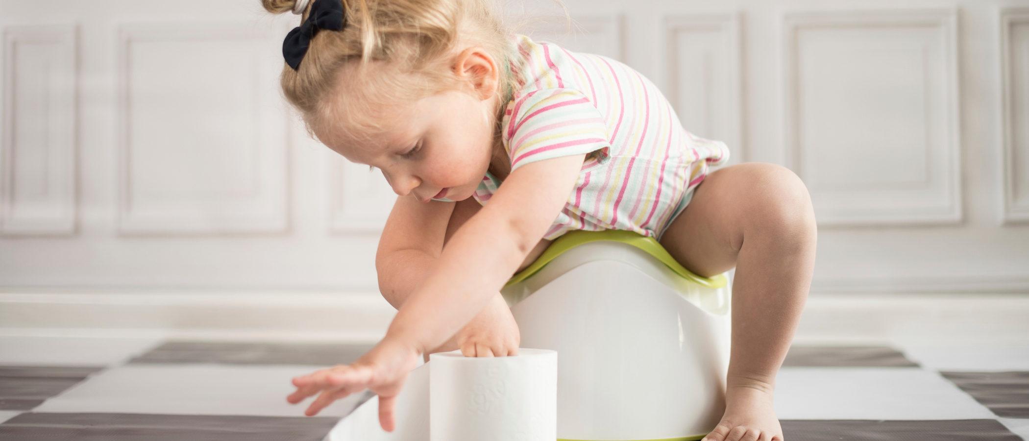 Cómo y cuándo empezar a usar el orinal con los niños