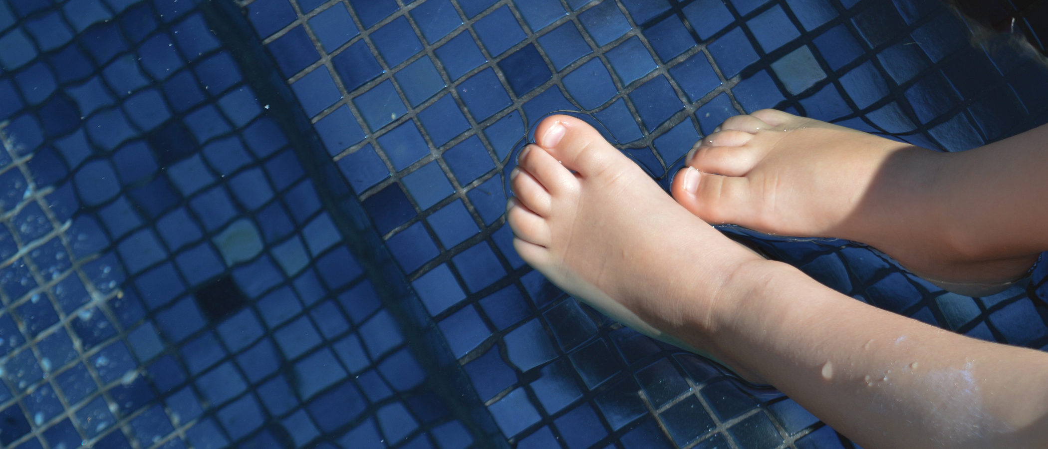 Casuas y tratamiento de los hongos en los pies en niños
