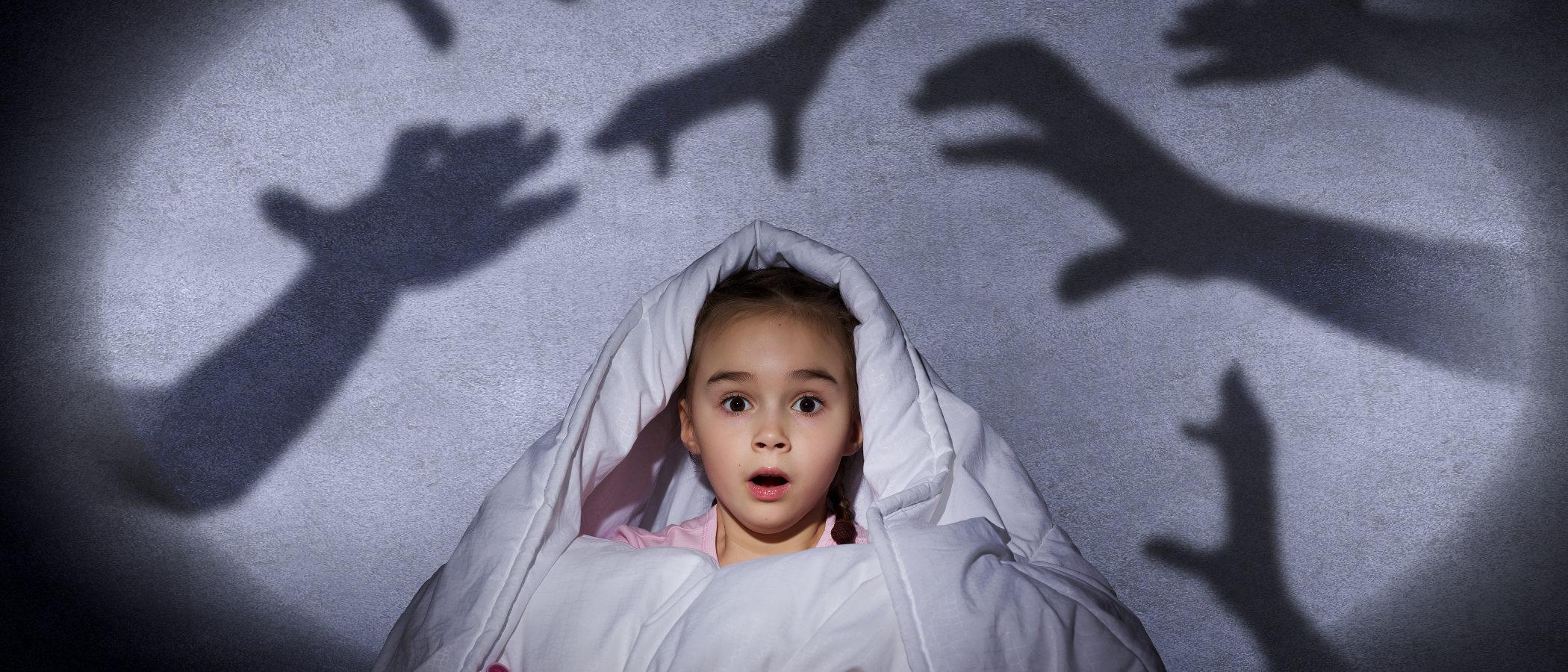La polémica del tráiler de 'Nunca apagues la luz' y el miedo en los niños, ¿qué podemos hacer los padres?