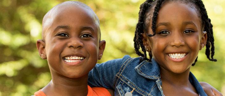 Cómo fomentar la amistad entre hermanos